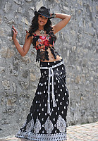 ileana-navel-photo-in-black-5