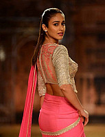 ileana-navel-show-in-saree-2