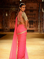 ileana-navel-show-in-saree-6