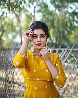 shamna-kasim-photoshoot-in-yellow-outfit-3
