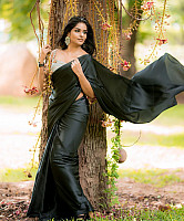 subalakshmi-rangan-in-black-saree-10