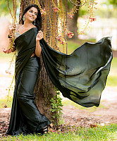 subalakshmi-rangan-in-black-saree-12