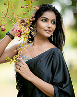 subalakshmi-rangan-in-black-saree-13