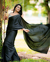 subalakshmi-rangan-in-black-saree-15