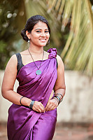 Dhivya-Dhuraisamy-in-saree-blouse-1