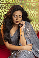 sreemukhi-stunning-stills-in-saree-1