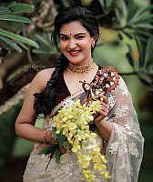 Honey-Rose-vishu-photoshoot-1
