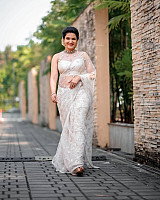 honey-rose-in-transparent-white-saree-10