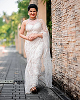 honey-rose-in-transparent-white-saree-11