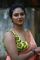 indhuja-ravichandran-in-sleeveless-blouse-39