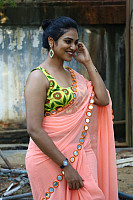 indhuja-ravichandran-in-sleeveless-blouse-42