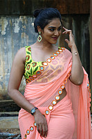 indhuja-ravichandran-in-sleeveless-blouse-43