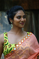 indhuja-ravichandran-in-sleeveless-blouse-45