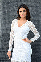 nidhhi-agerwal-beauty-in-white-28